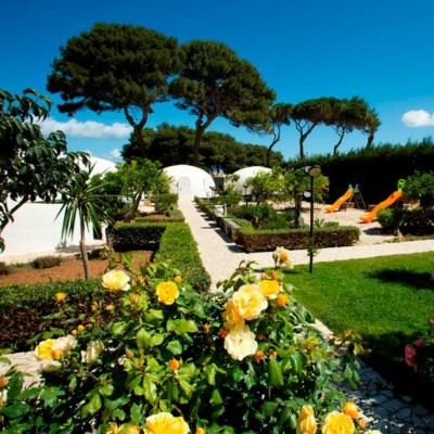 garden and igloos at villa favorita